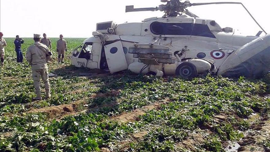 Un helicóptero del Ejército egipcio se estrella a las afueras de El Cairo