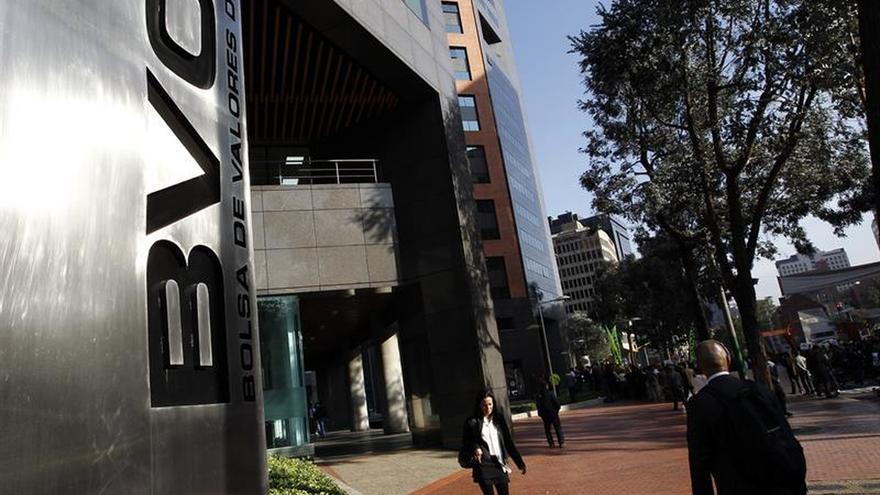 Las bolsas latinoamericanas cierran en rojo tras la caída de Wall Street por temores en EE.UU.