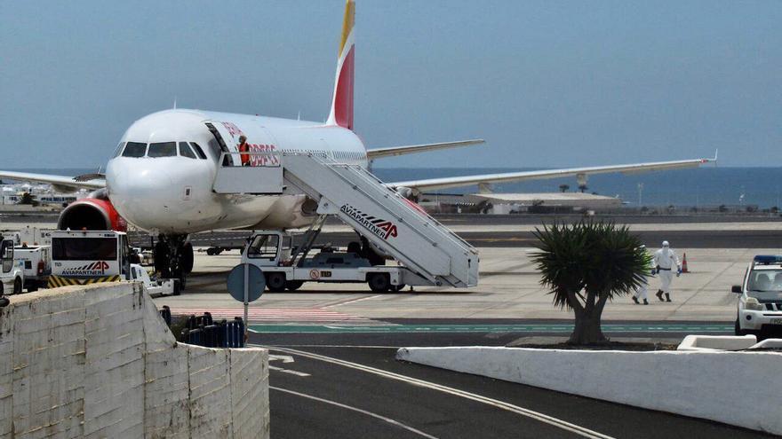 vuelo de Iberia Express Madrid-Lanzarote en el que se detectó un caso de coronavirus.