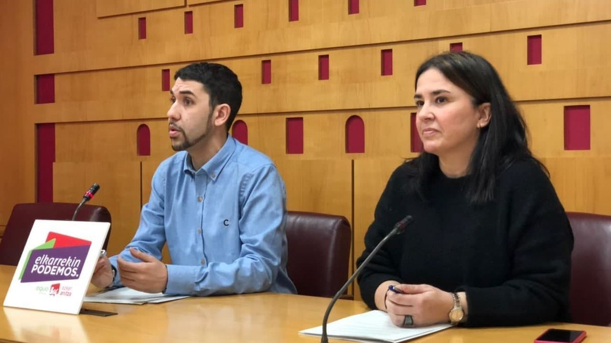 Oskar Fernández, a la izquierda, con la exdirigente de Podemos Cristina Macazaga