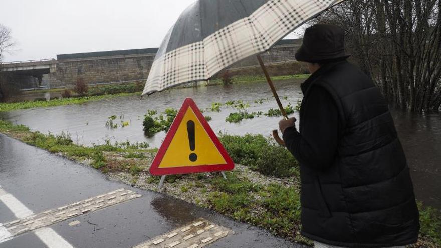 Alertan del temporal de viento y olas que afectará mañana al litoral gallego