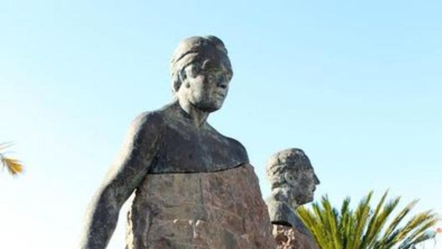 Estatua de Anselmo Pérez de Brito.