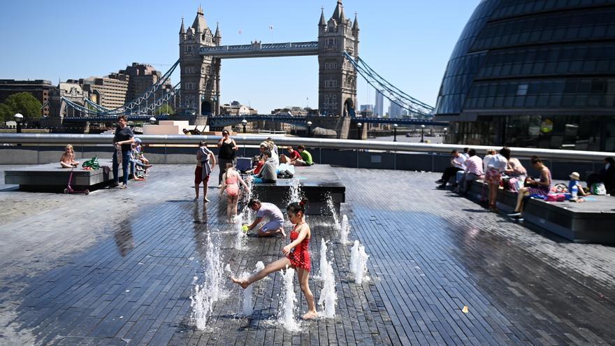 Reino Unido estudia retrasar el desconfinamiento por el aumento de contagios