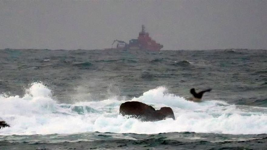 Trabajos de rescate en la zona del naufragio del Sin Querer Dos