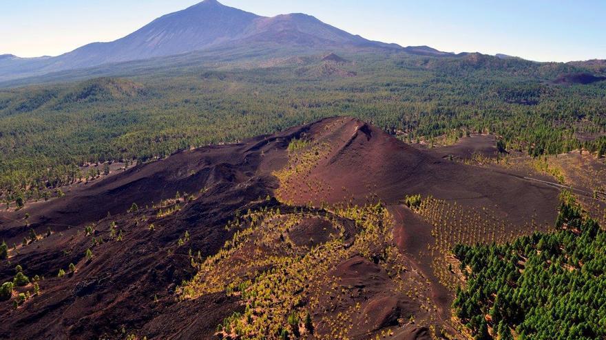 Volcán Dorsal Noroeste de Tenerife desde Arenas Negras