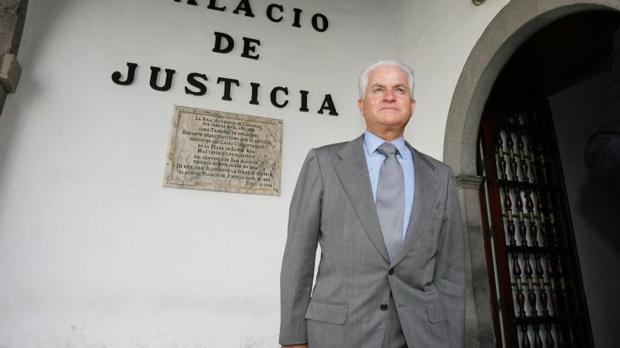 Santiago Santana Cazorla tras declarar en el caso Salmón