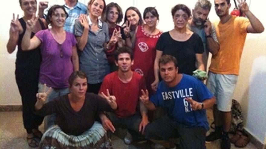 Activistas canarios retenidos en la Casa de España de El Aaiún, tras ser detenid