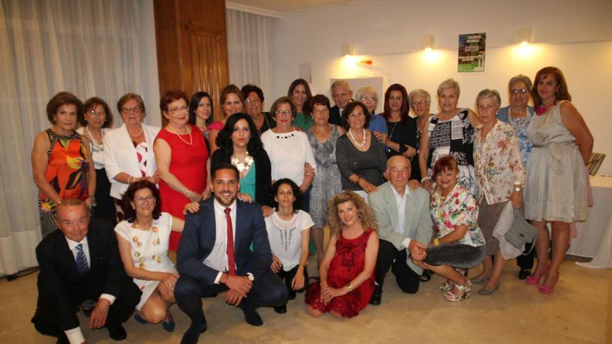 Voluntarios y directivos de la AECC en la cena benéfica. Foto de JOSÉ AYUT.