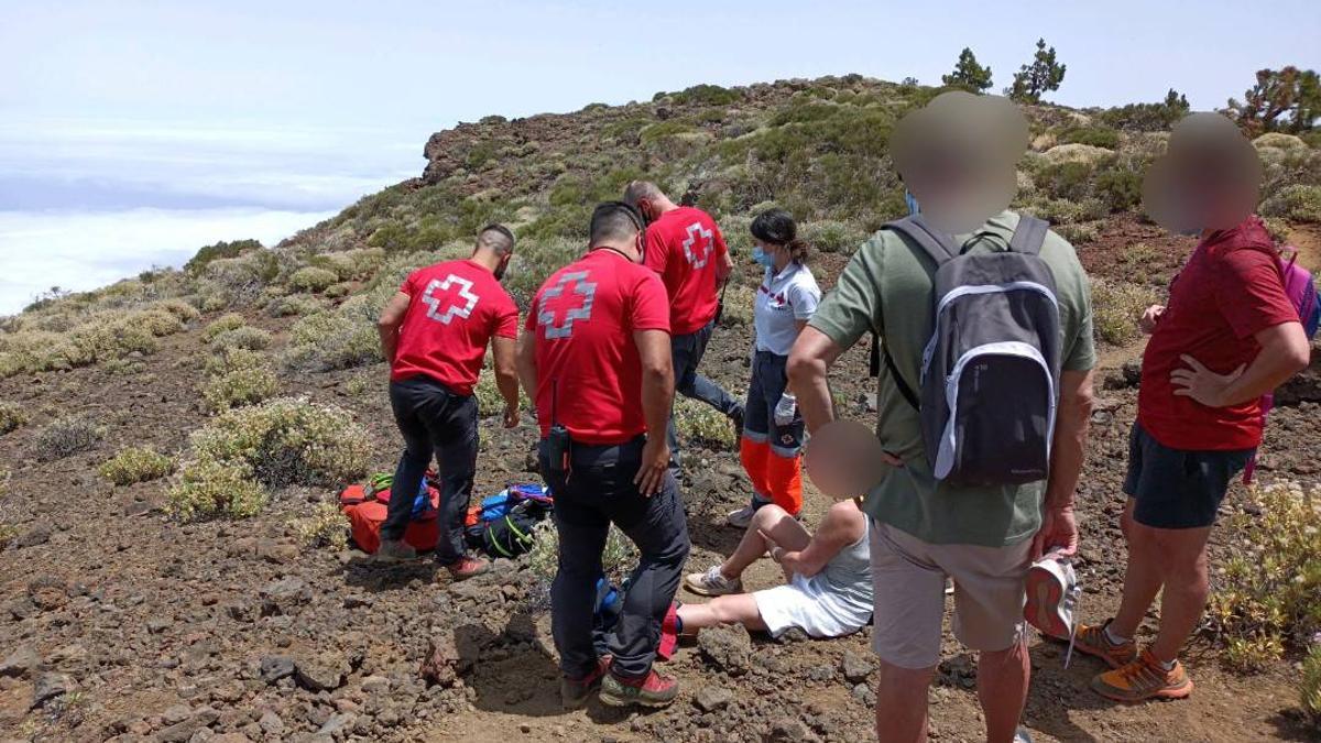 Rescate de una senderista en Tenerife. (Cruz Roja)