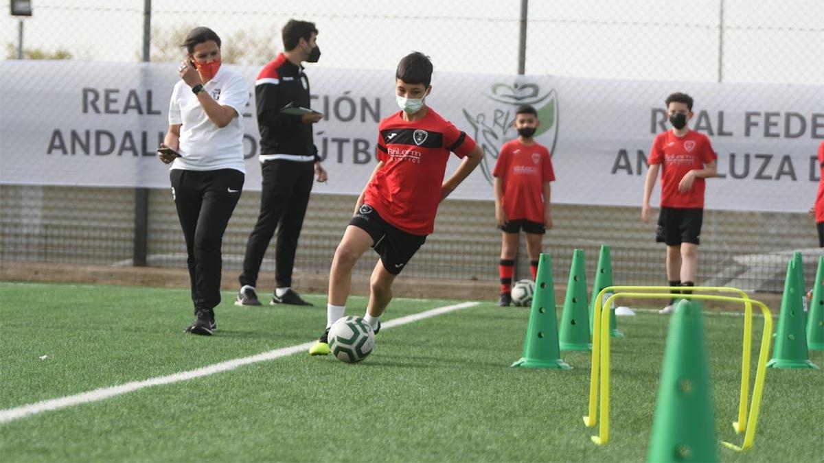 Un jugador durante el Reto Supérate de la RFAF en Pozoblanco