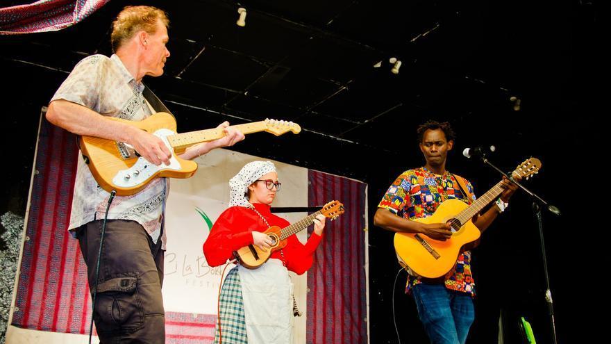 Fusión musical con el guitarrista Torsten Winkel, la timplista Laura Martel y Khaly Thioune.
