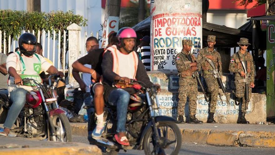 Transportistas dominicanos suspenden una marcha en protesta por el alza de los combustibles