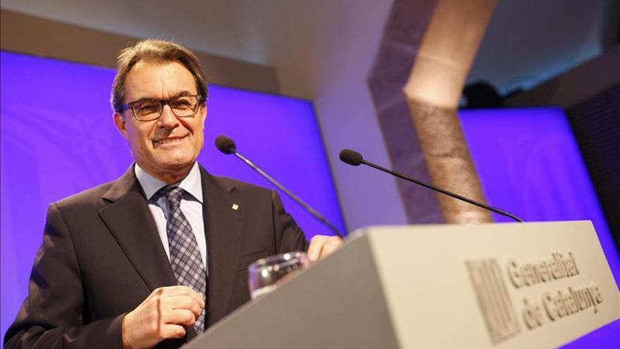 La Generalitat garantiza que los interinos recuperarán sueldo y jornada desde el 1 de enero