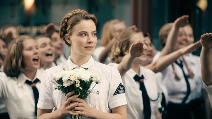 Saskia Rosendahl interpreta a Elisabeth May, una joven con esquizofrenia