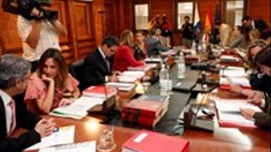 El Gobierno en pleno, con los estatutarios y los agregados.