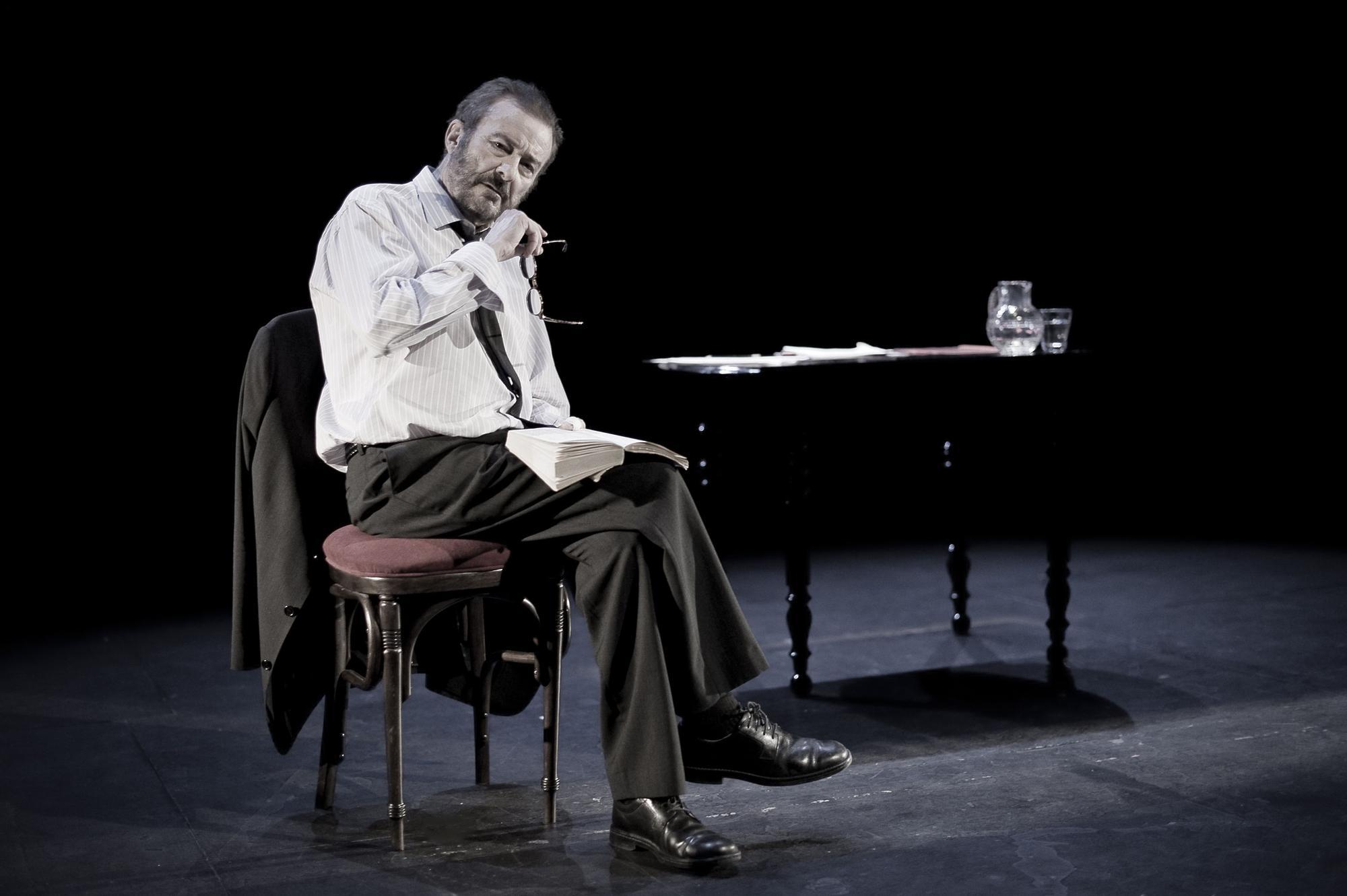 Juan Diego, interpretando 'La lengua madre'   TEATROS LUCHANA