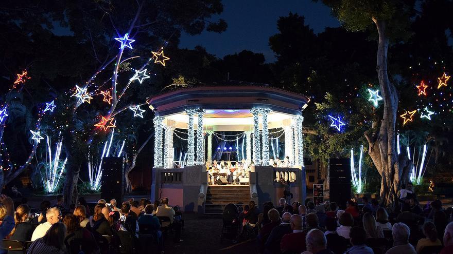 Iluminación navideña en la Plaza del Príncipe, donde tuvo lugar el encendido simbólico