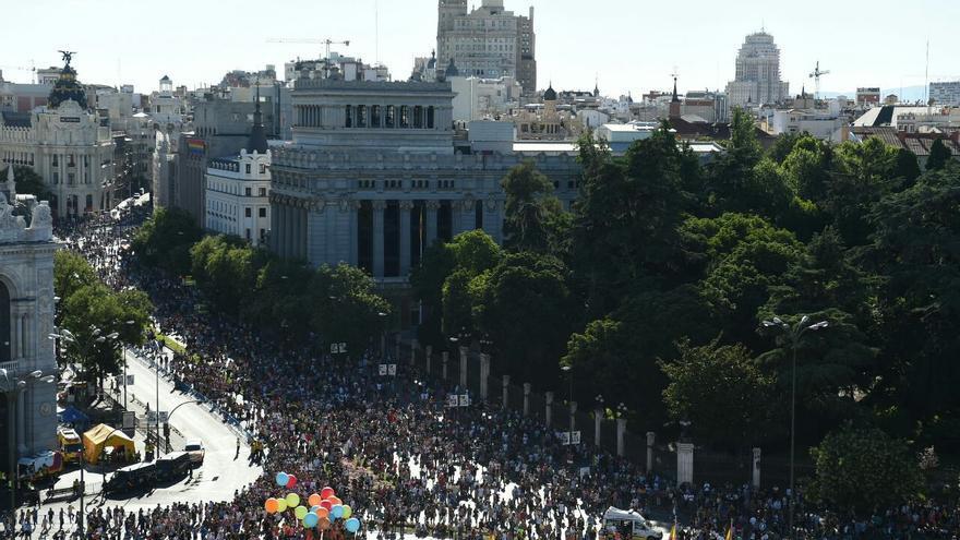 Miles de personas celebran la diversidad sexual en el desfile del Orgullo