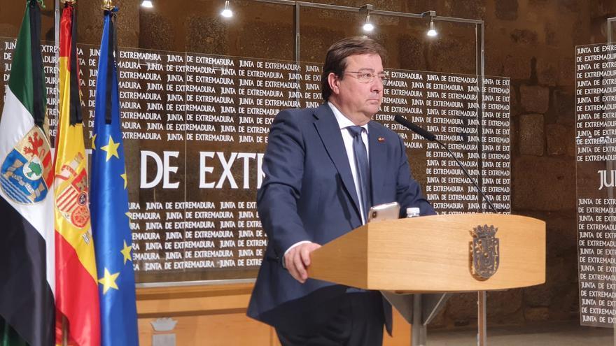 El presidente de la Junta de Extremadura, Guillermo Fernández Vara, en una rueda de prensa