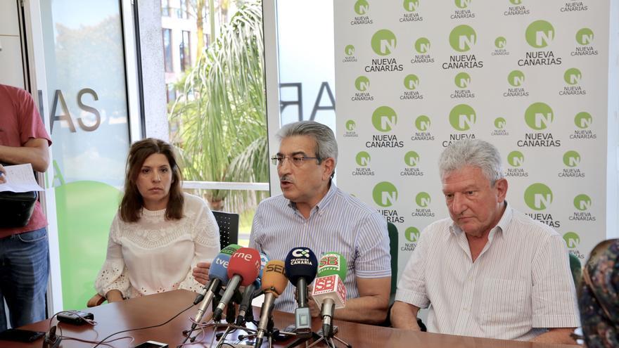 Rueda de prensa de Nueva Canarias. La alcaldesa de Telde, Carmen Hernández; el presidente de la formación, Román Rodríguez y el diputado Pedro Quevedo