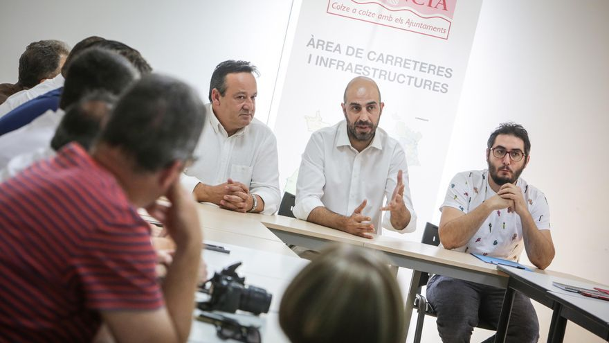 El diputat Pablo Seguí, en una reunió a Massarrojos