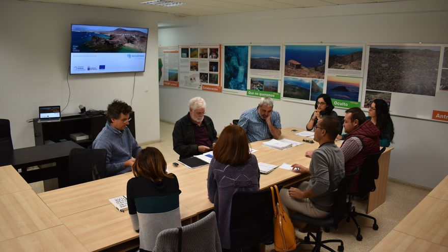 En la imagen, reunión para estudiar la red de áreas ecoturísticas en el litoral.