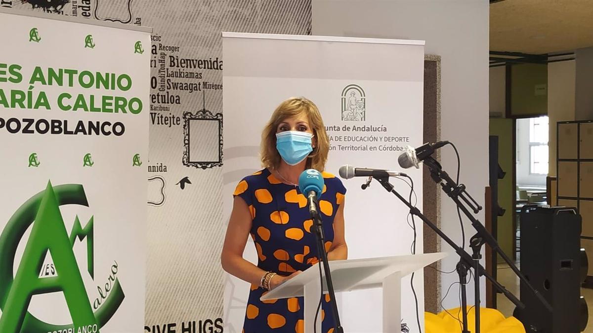 La delegada de Educación y Deporte en Córdoba, Inmaculada Troncoso, en el IES Antonio María Calero de Pozoblanco.