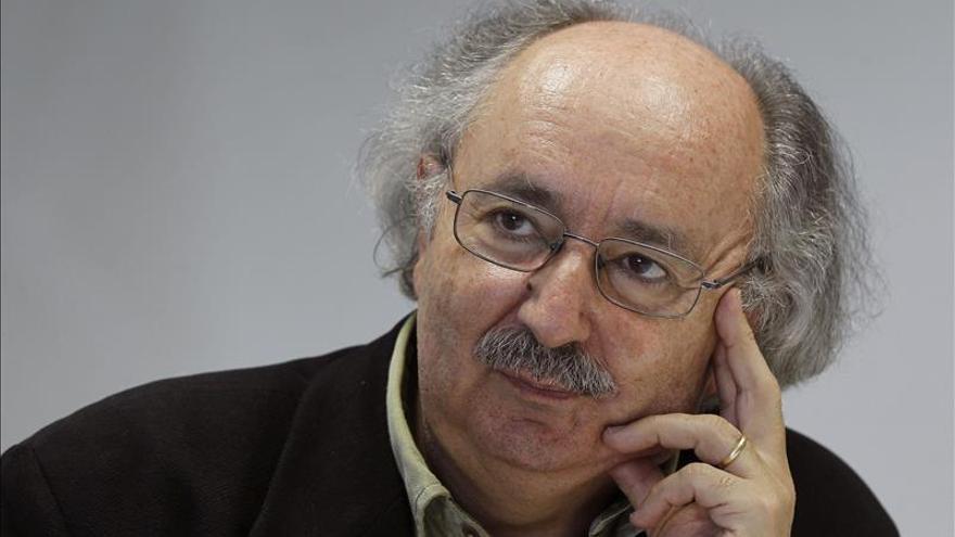 """Más de cincuenta poetas rinden homenaje a """"Sepulcro en Tarquinia"""", de Colinas"""