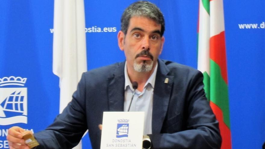 """El alcalde de San Sebastián dice que """"la voluntad"""" es implantar la tasa turística cuando lo permita el Parlamento"""