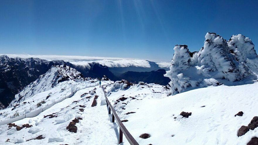 Panorámica de la zonas altas del Parque Nacional de La Caldera de Taburiente. Se desaconseja el tránsito por el GR 131 de la zona de Crestería por el riesgo de caída debido a la abundante presencia de hielo. Foto: PARQUE NACIONAL.
