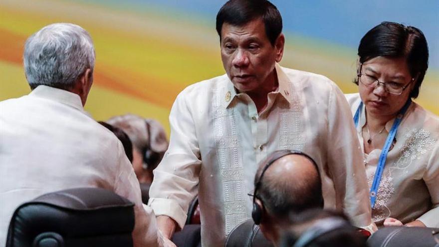 Duterte se ausenta de las reuniones de ASEAN por una migraña