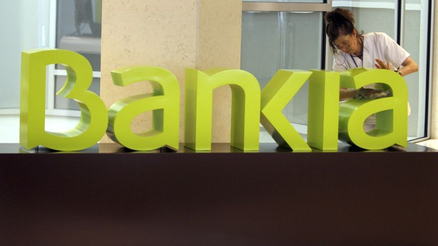 Bankia pierde 4.448 millones de euros, con una salida de 7.000 millones en depósitos