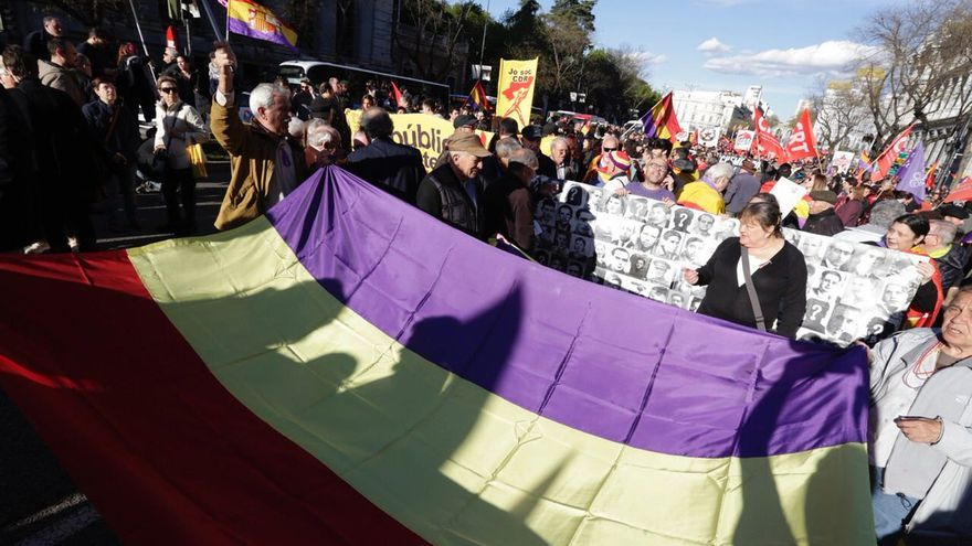 Cabecera de la manifestación por la República en Madrid. IZQUIERDA UNIDA.