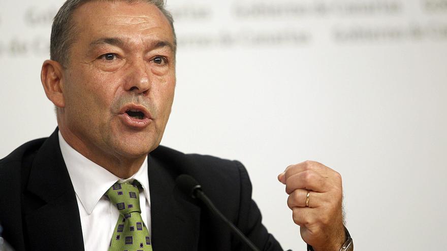 """Paulino Rivero dice que el rey debería pensar en las comunidades y no intervenir """"de parte"""""""