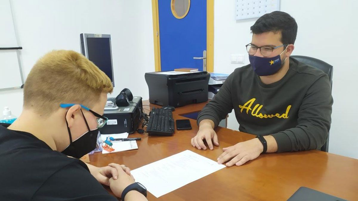 Cajasur colabora con Estrella Azahara en el refuerzo educativo de jóvenes de Palmeras.