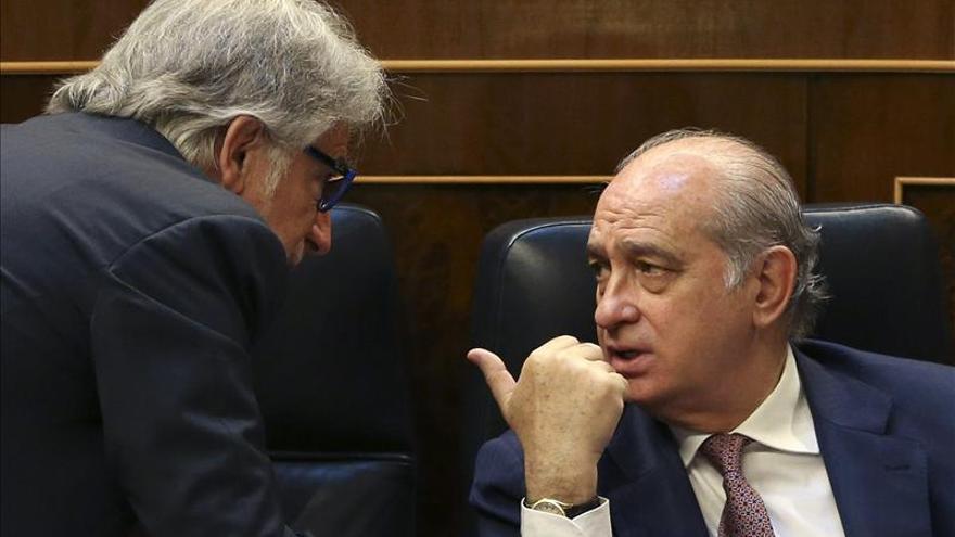 El PSOE acusa a Fernández Díaz de imponer la represión con la ley de seguridad