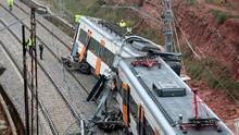 Un muerto y 49 heridos al descarrilar un tren de cercanías en Barcelona por un deslizamiento de tierra