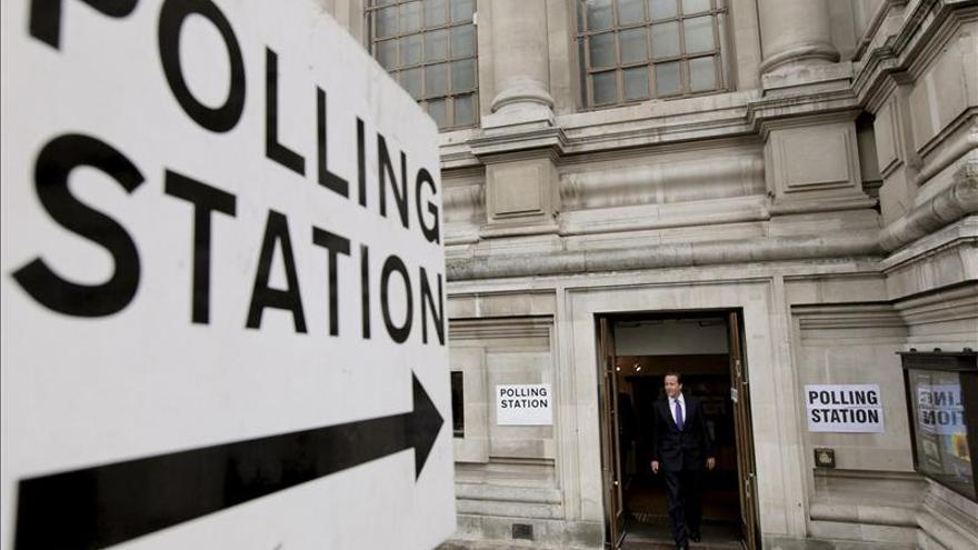 Abren los colegios en Inglaterra y Gales para las elecciones locales