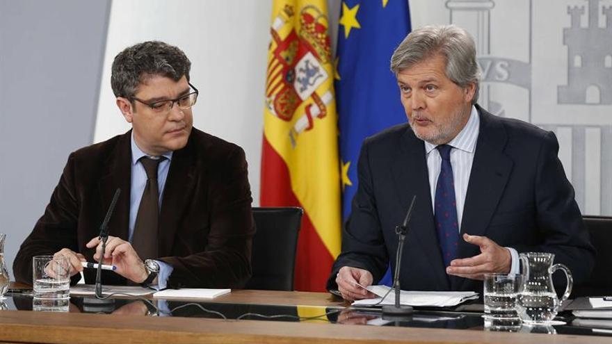 Méndez de Vigo afirma que se garantizará el derecho al castellano en los centros de Cataluña