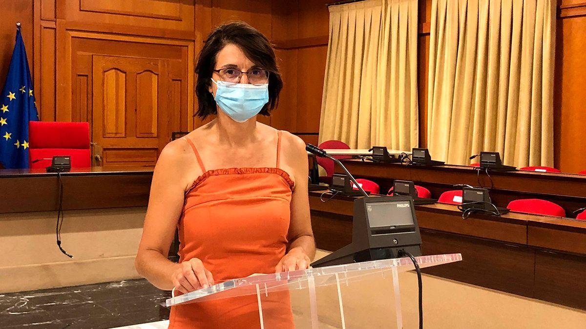 La concejala de IU Amparo Pernichi, en rueda de prensa.