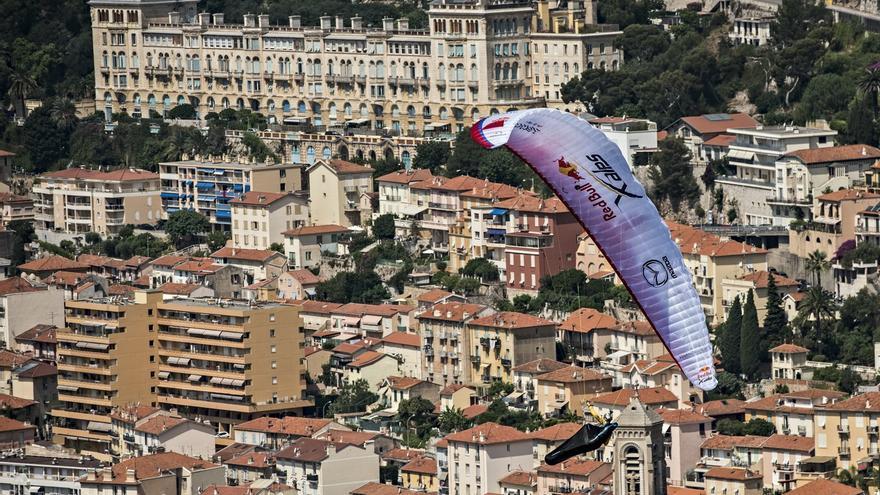 Maurer en parapente durante la edición de este año del Red Bull X-Alps (© Sebastian Marko / Red Bull Content Pool).