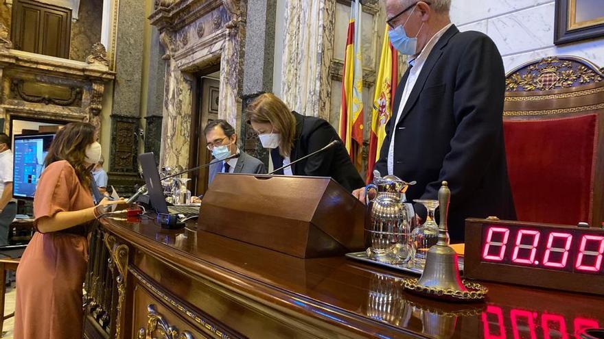 El alcalde de València, Joan Ribó, durante el pleno municipal