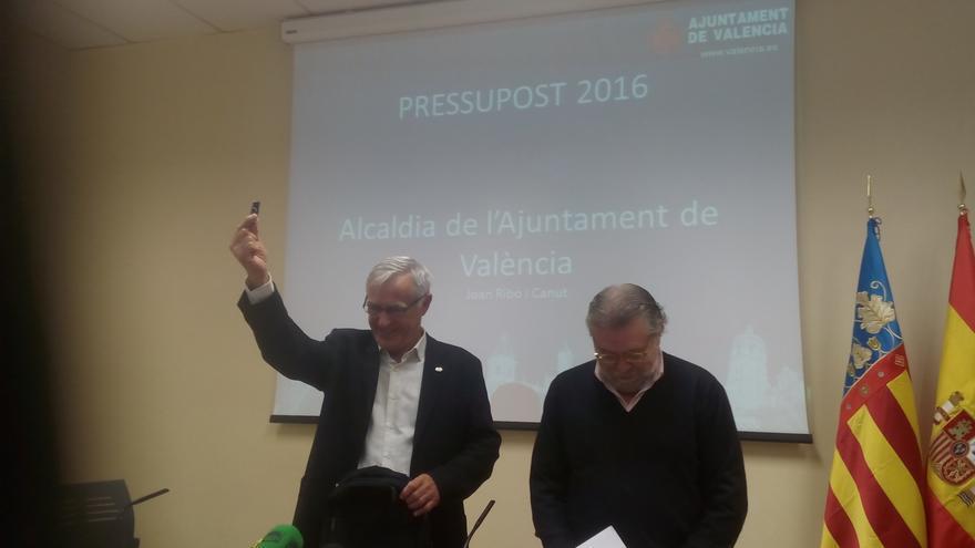 Joan Ribó (Compromís) y Ramón Vilar (PSPV-PSOE) en la presentación del presupuesto municipal