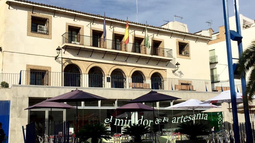 Archivo - El Ayuntamiento de Castro del Río, en una imagen de archivo.