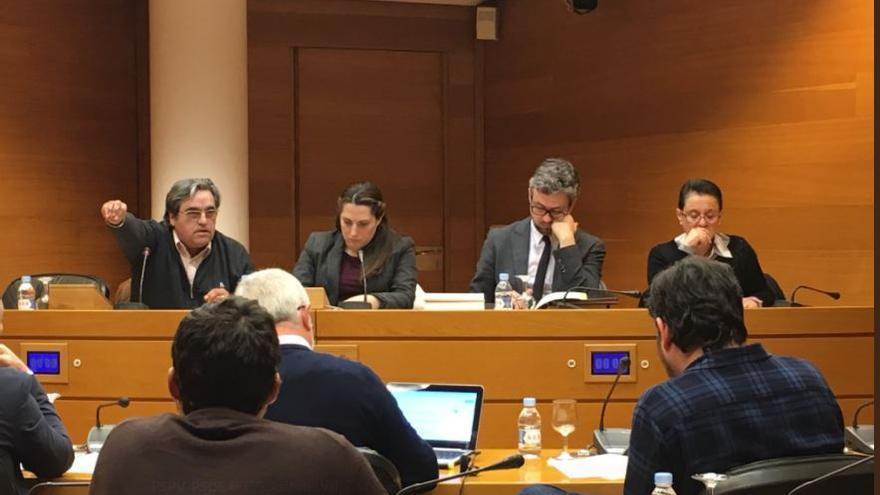Miguel Barranca (izquierda) en la comisión de investigación de Ciegsa