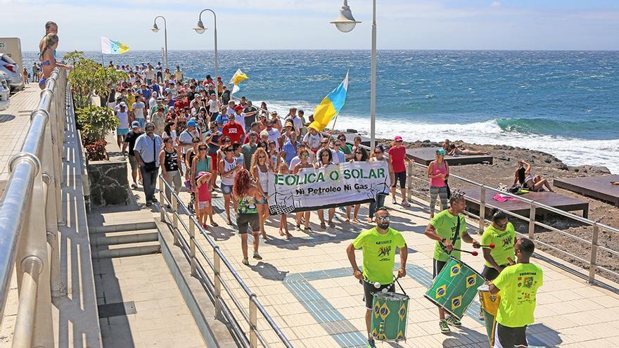 Manifestación convocada por la Coordinadora Canaria contra las Regasificadoras, en Agüimes. (Foto: Aljandro Ramos).