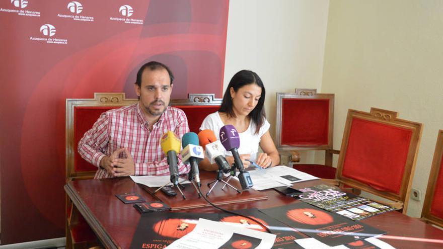 Pablo Bellido, alcalde de Azuqueca de Henares, y Sandra Yagüe, concejala de cultura / Foto: Ayuntamiento