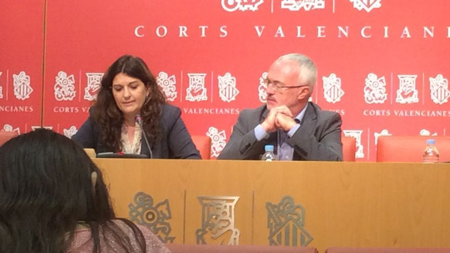 Fabiola Meco y Antonio Montiel, de Podemos, en las Corts Valencianes.