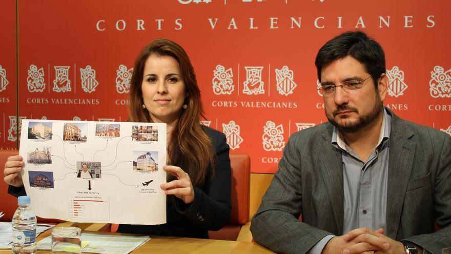 Los diputados autonómicos Esther López Barceló e Ignacio Blanco en rueda de prensa