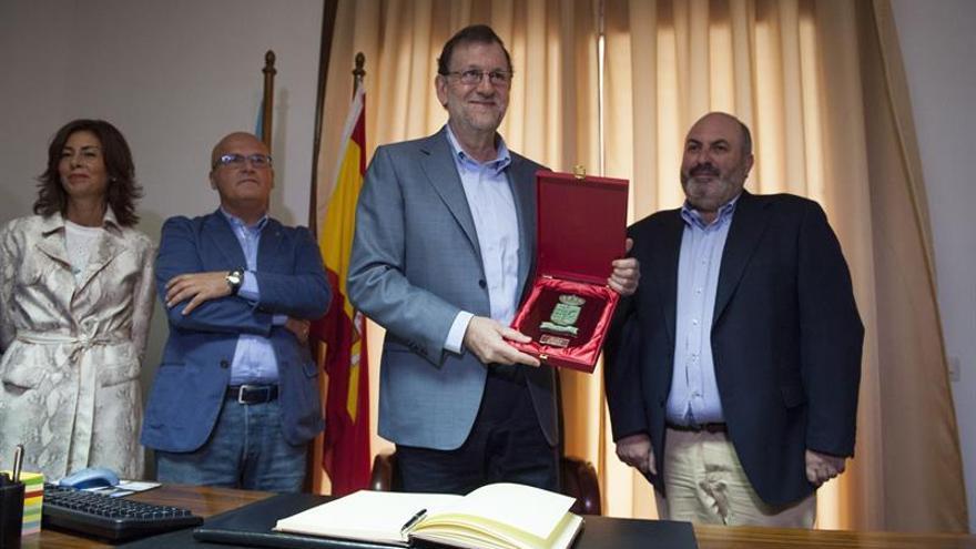 """Furor """"selfie"""" en Avión (Ourense) con la llegada de Mariano Rajoy"""
